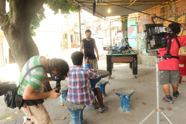 Mate Com Angu filmando curta novo no Meeting of Favela